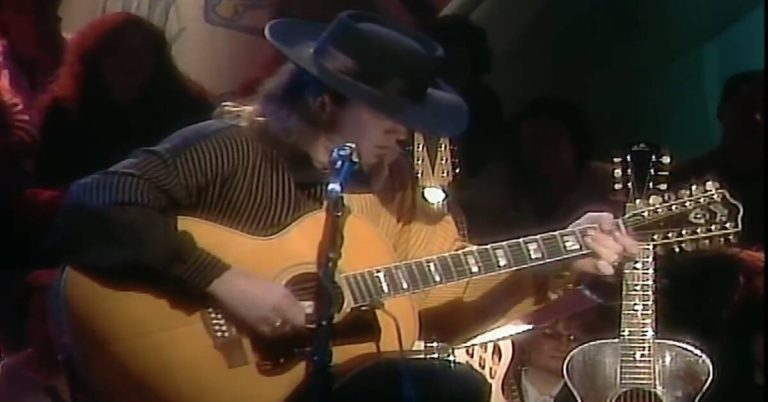 Stevie Ray Vaughan Plays 12-String Acoustic Guitar on MTV Unplugged