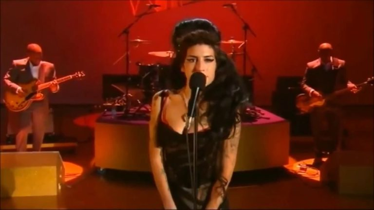 Love Is A Losing Game by Amy Winehouse (Live Performance)