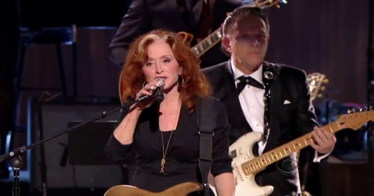 Sweet Home Chicago by Bonnie Raitt, Tracy Chapman, Jeff Beck and Beth Hart (Live)