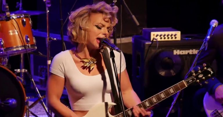 Either Way I Lose and Somebody`s Always Trying by Samantha Fish (Live)